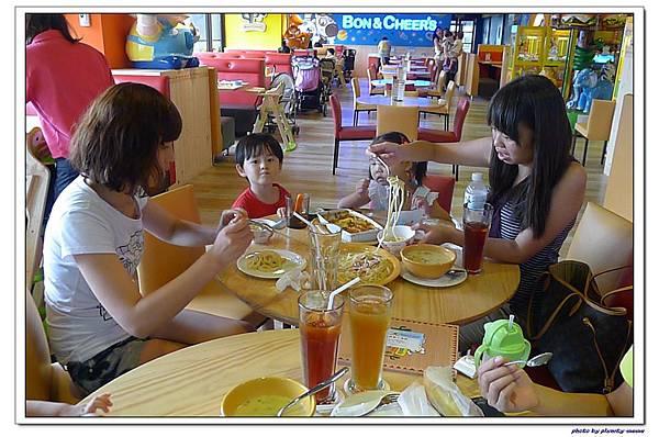 棒恰恰親子歡樂餐廳-用餐區 (21)