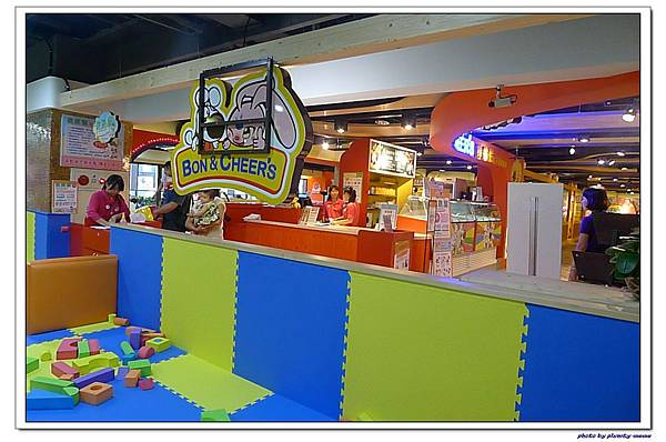 棒恰恰親子歡樂餐廳-跳跳屋積木區