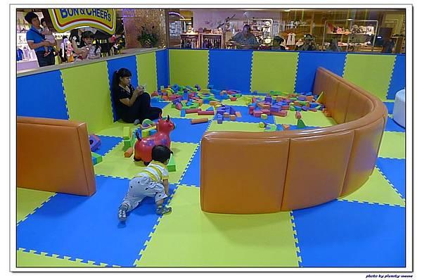 棒恰恰親子歡樂餐廳-跳跳屋積木區 (5)