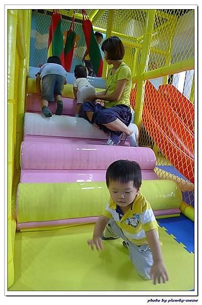 棒恰恰親子歡樂餐廳-跳跳屋滑梯區 (2)