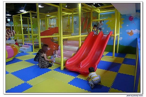 棒恰恰親子歡樂餐廳-跳跳屋滑梯區 (8)