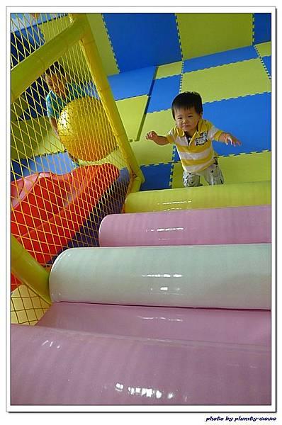 棒恰恰親子歡樂餐廳-跳跳屋滑梯區 (12)