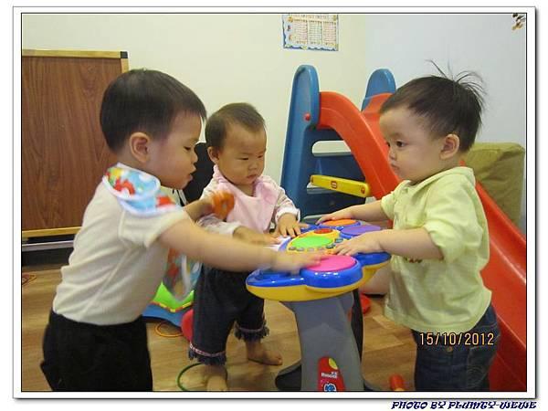 15M7D-肉鬆家玩耍 (2)