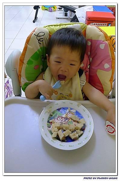 15M18D-自己吃蘿蔔糕 (3)