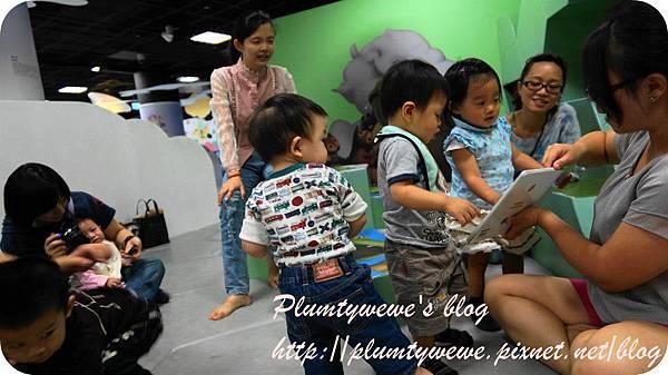 小書蟲玩樂PG-國美館 兒童繪本區 (10)
