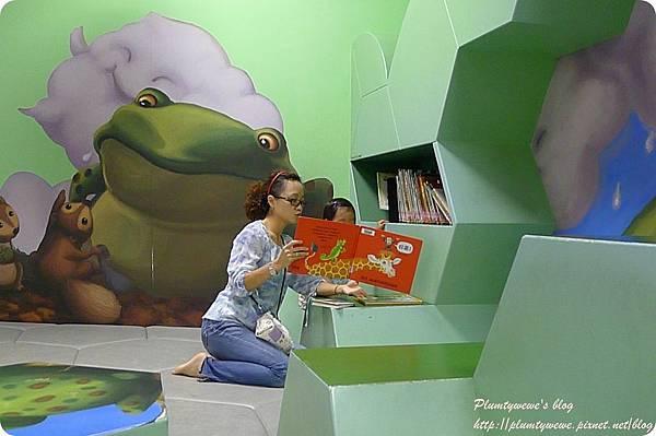 小書蟲玩樂PG-國美館 兒童繪本區 (17)