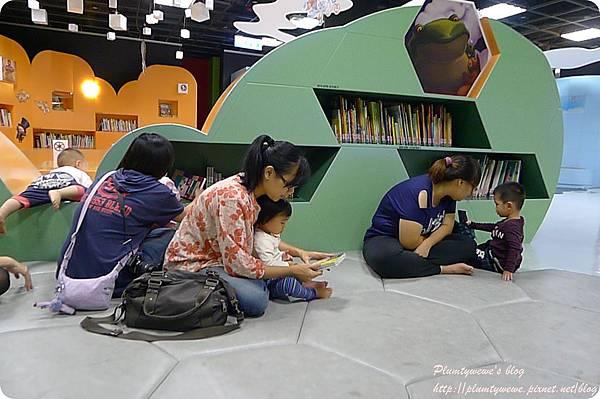 小書蟲玩樂PG-國美館 兒童繪本區 (18)