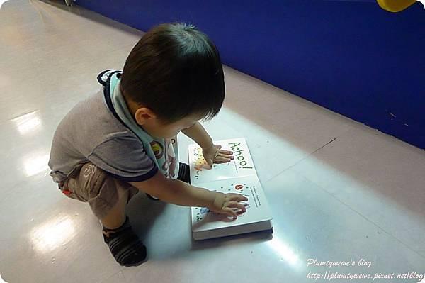 小書蟲玩樂PG-國美館 兒童繪本區 (20)