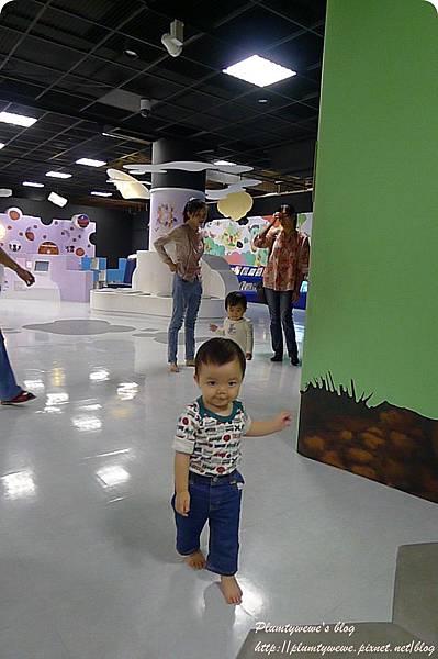 小書蟲玩樂PG-國美館 兒童繪本區 (23)