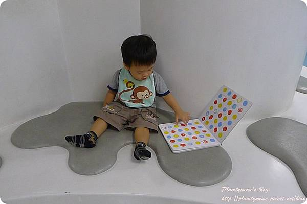 小書蟲玩樂PG-國美館 兒童繪本區 (37)