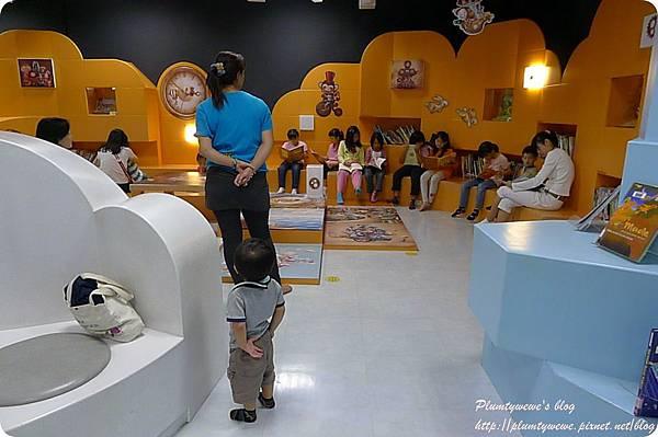 小書蟲玩樂PG-國美館 兒童繪本區 (39)