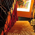 通往地下室vip包廂的樓梯