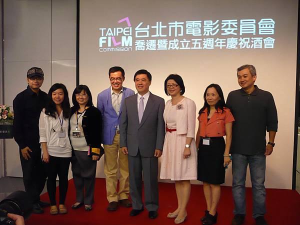 台北市長郝龍斌(右四)主持台北市電影委員會喬遷酒會 (多汁報攝影組)