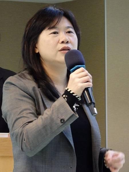 前台北市副市長與文化界出身的立委李永萍,在1月3日出席台灣微電影創作協會成立大會時,表示高度看好創櫃板對文創產業的助益。