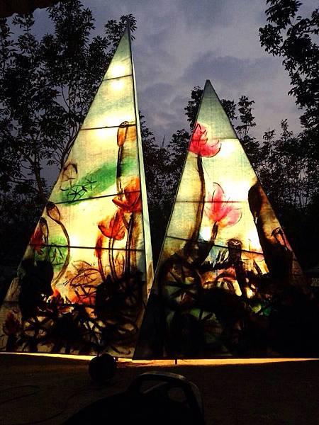 藝術家何季諾設計別出心裁的燈畫--圖片信織公司提供