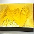 《訪勝尋幽》,「合」系列作品,強調東方素材,無論是觀音、石獅、山水畫、古鎮或孔雀等,卻能在一個個塊體中發出獨特的光芒及活躍的生命力。