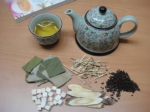夏季在家DIY荷葉決明消脂茶,有助消除全身脂肪。(御美醫提供)