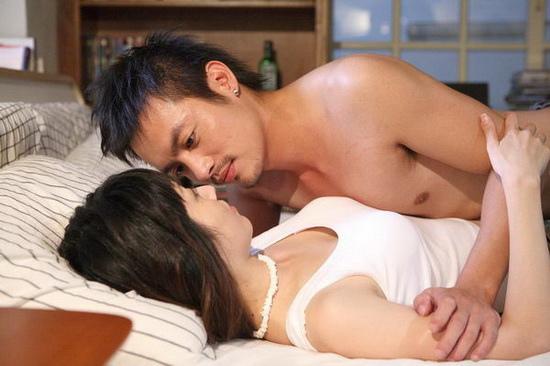 《海角七號》電影中放范逸臣與田中千繪的一場床戲(擷自網路)