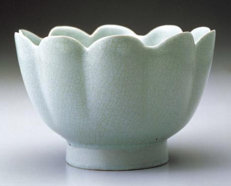 北宋汝窯青瓷蓮花式碗