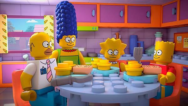 辛普森家庭為了宣傳樂高玩具,特別用樂高積木做了一集的動畫,笑點皆取自樂高積木的特性。