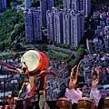 優人神鼓於《看見台灣》電影LED巨型高清投影幕前擊鼓表演