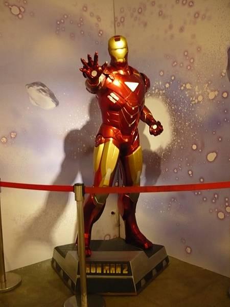 真人比例的鋼鐵人模型吸引漫迷目光 (攝影組)