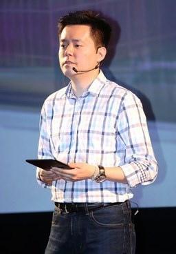華聯國際公司董事長廖偉銘12月11日下午親自在旗下的秀泰影城電影院內說明股票興櫃市場公開發行的營運計畫