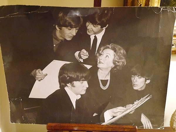 Julie Harris 曾任披頭士(Beatles)造型師  (翻攝 方水享)