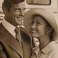 Julie Harris 曾經幫系列電影007的主角 Roger-Moore設計的詹姆士龐德造型 (翻攝 方水享)