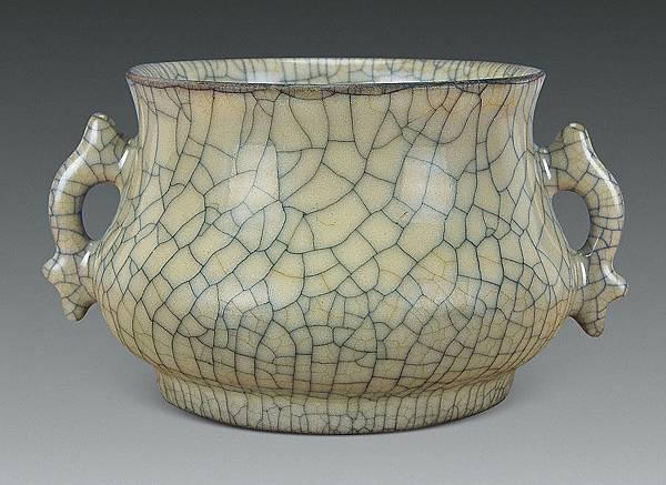 高貴稀有、名列五大名窯之一的「宋哥窯」魚耳爐