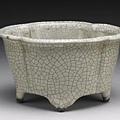南宋至元代的哥窯海棠式盆