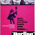 Julie Harris以黑白電影《Darling》榮獲1965年奧斯卡服裝設計獎。片中女主角Julie Christie所穿著的膝上短裙蔚為風尚 (圖擷自網路))