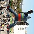 日本神戶市政府在阪神大地震後,為了振興神戶長田地區的觀光產業集客力,在神戶新長田若松公園內興建了一比一大小「鐵人28號」,於2009年9月完工。