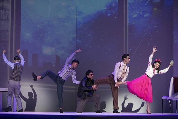 《大算命家》的戲劇表演肢體動作設計,走幽默與動感風,並創造一種「論命之舞」的舞步