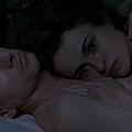 《慾望之翼 The Wings Of The Dove》(1997)電影劇照,該片由狄恩.韓普瑞擔任混音師。圖為兩位主角:海倫娜波漢卡特 Helena Bonham Carter、萊納斯洛區 Linus Roache。