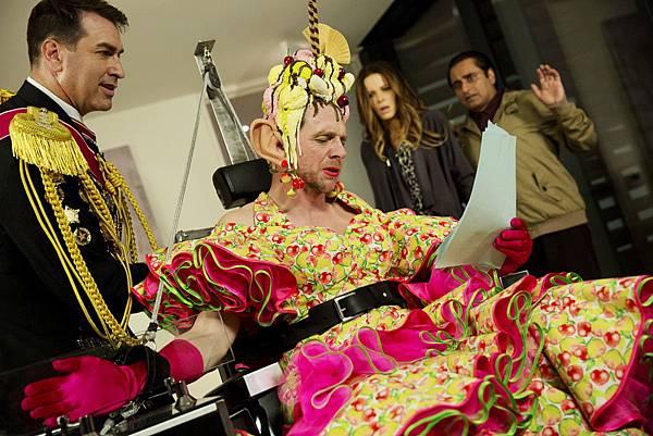 賽門佩吉穿女裝頂香蕉船《超能玩很大》凱特貝琴薩現場HOLD不住