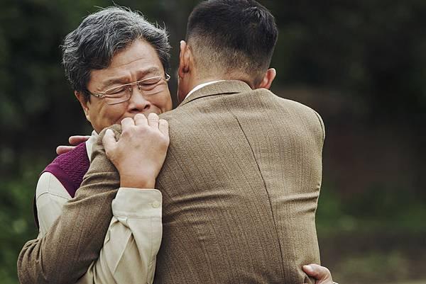 楊烈在《愛情算不算》飾演流亡海外的異議份子, 為了台灣民主回國參選, 卻造成在美國的妻兒不諒解, 他一心希望兒子回台灣找媳婦, 父子相見換來一場痛哭
