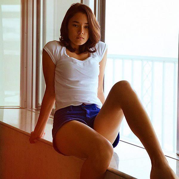 沖繩少女 Michelle,由Canon委託拍攝的沈平林系列作品之一;攝影:沈平林 (擷自Jimmy Ming Shum 粉絲頁)