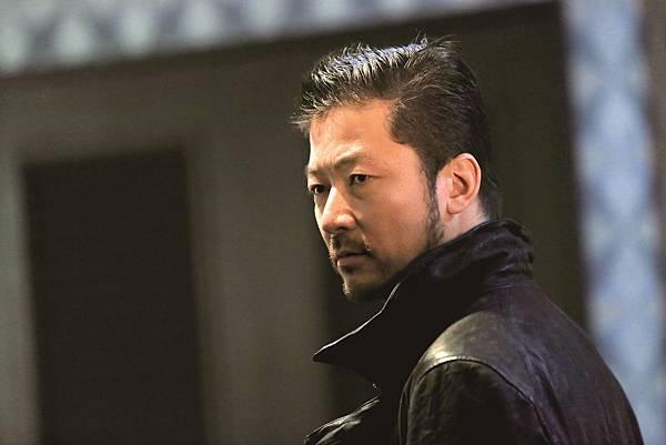 001【蚱蜢】劇照_本片集結日本一線演技派演員演出,更請來威尼斯影帝淺野忠信詮釋殺手