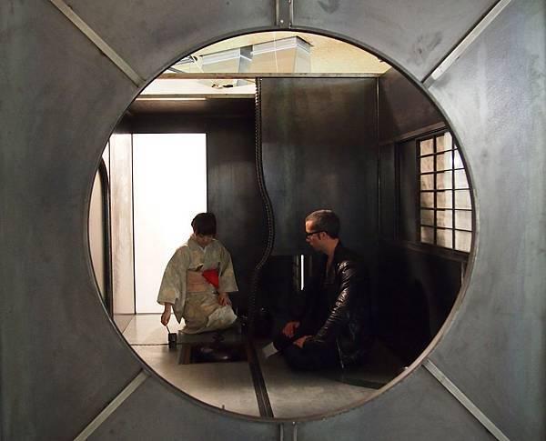 公共藝術特區日本藝術家加藤智大帶來大型鋼鐵茶室作品〈Steel Tearoom Tettei〉為台北藝博一大亮點