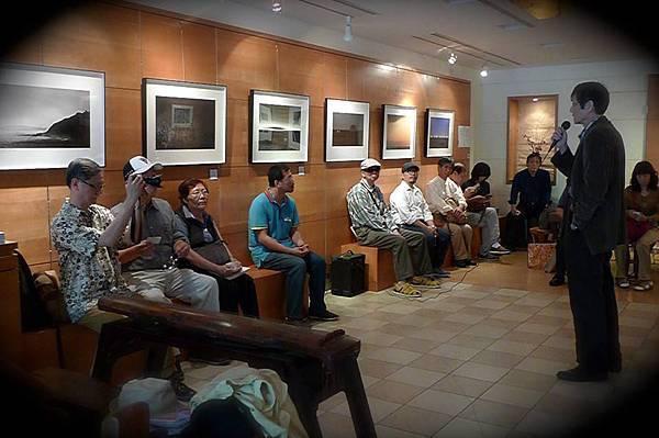 時空藝術會場負責人葉樹奎主持開幕茶會--呂良遠攝