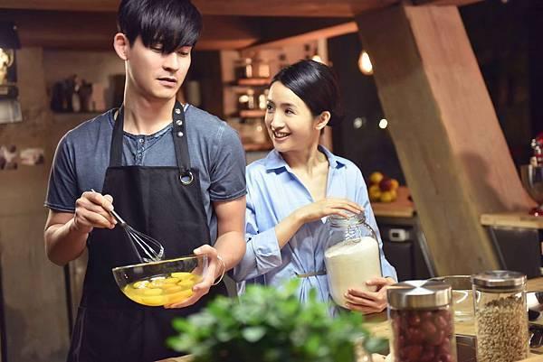 王偉與杜拉拉甜蜜下廚