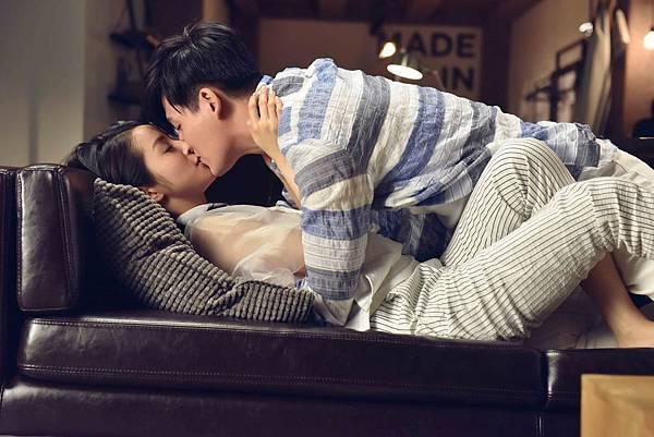 01 周渝民和林依晨在《追婚日記》開拍首日就上演浪漫床戲