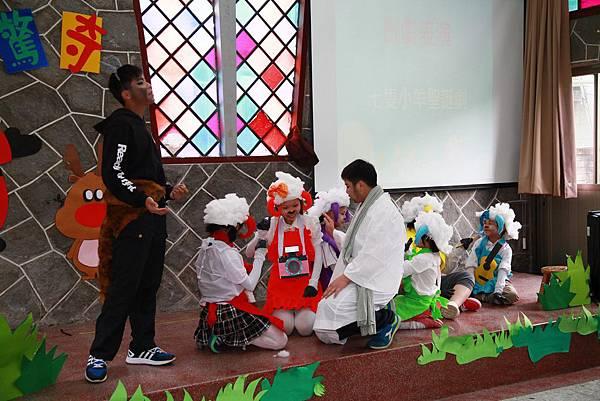 愛心育幼院院童精彩的聖誕劇表演