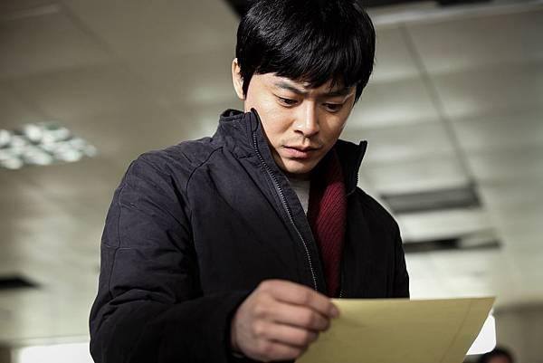 002【奪命頭條】劇照_曹政奭飾演記者角色,透露窩在家一直看新聞報導