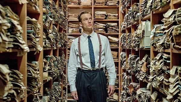 法媒給予《謊言迷宮》滿分高評,更盛讚飾演「小鮮肉檢察官」的男主角亞歷山大菲林(Alexander Fehling)正氣凜然,是「德國的勞勃瑞福」。