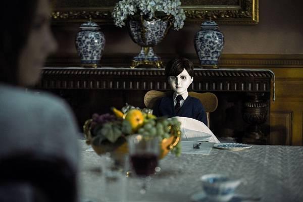(樂到家提供)《託陰》中的陶瓷人偶布拉姆被視為繼安娜貝爾後的恐怖娃娃新經典