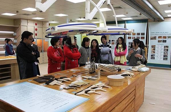 國美館「寶庫解密-典藏保存維護特展」一探藝術品保存與修復過程