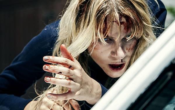 002【非死不可】劇照_恐怖片結合臉書議題的這部電影,成功在全球引起響亮共鳴