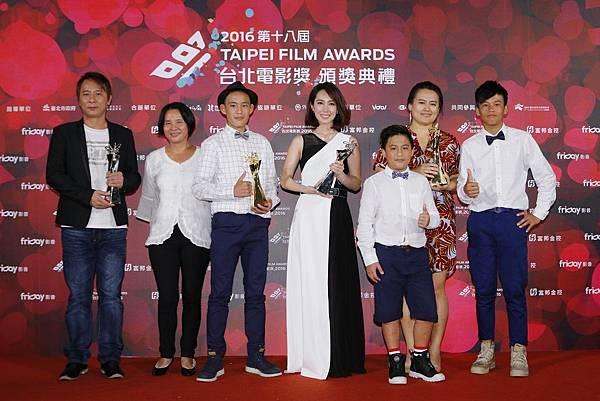 第十八屆台北電影獎 百萬首獎、最佳劇情長片、最佳新演員獎《只要我長大》合影